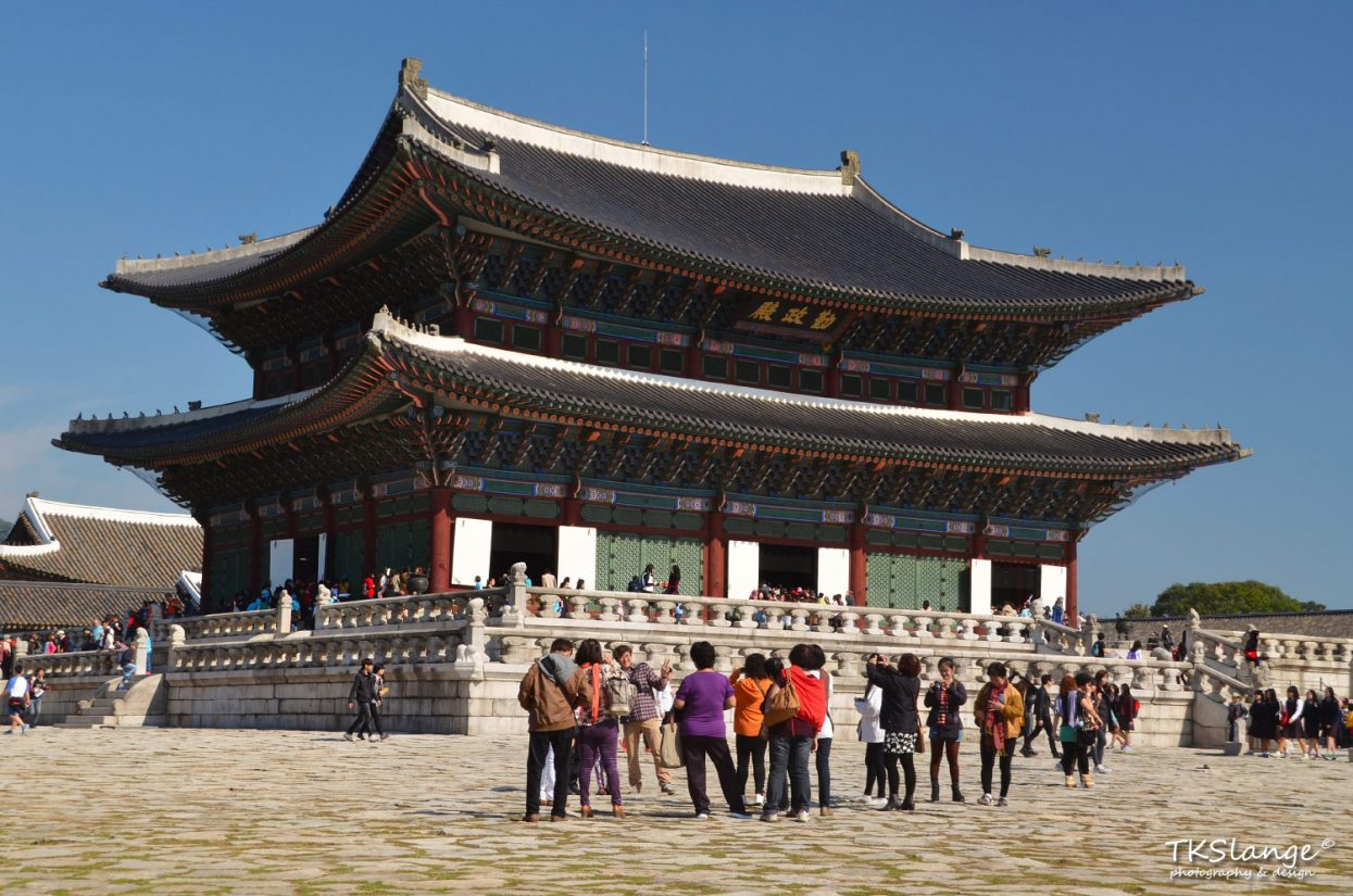 Geungjeonjeon, the main palace building where the kings were crowned.