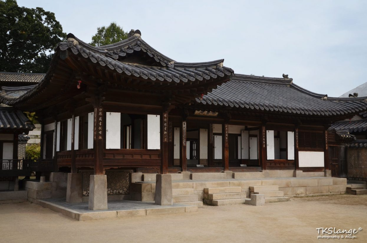 Nakseonjae (Mansion of Joy and Goodness) was built by King Heonjong for his fourteen-year-old concubine Kim Gyeongbin.