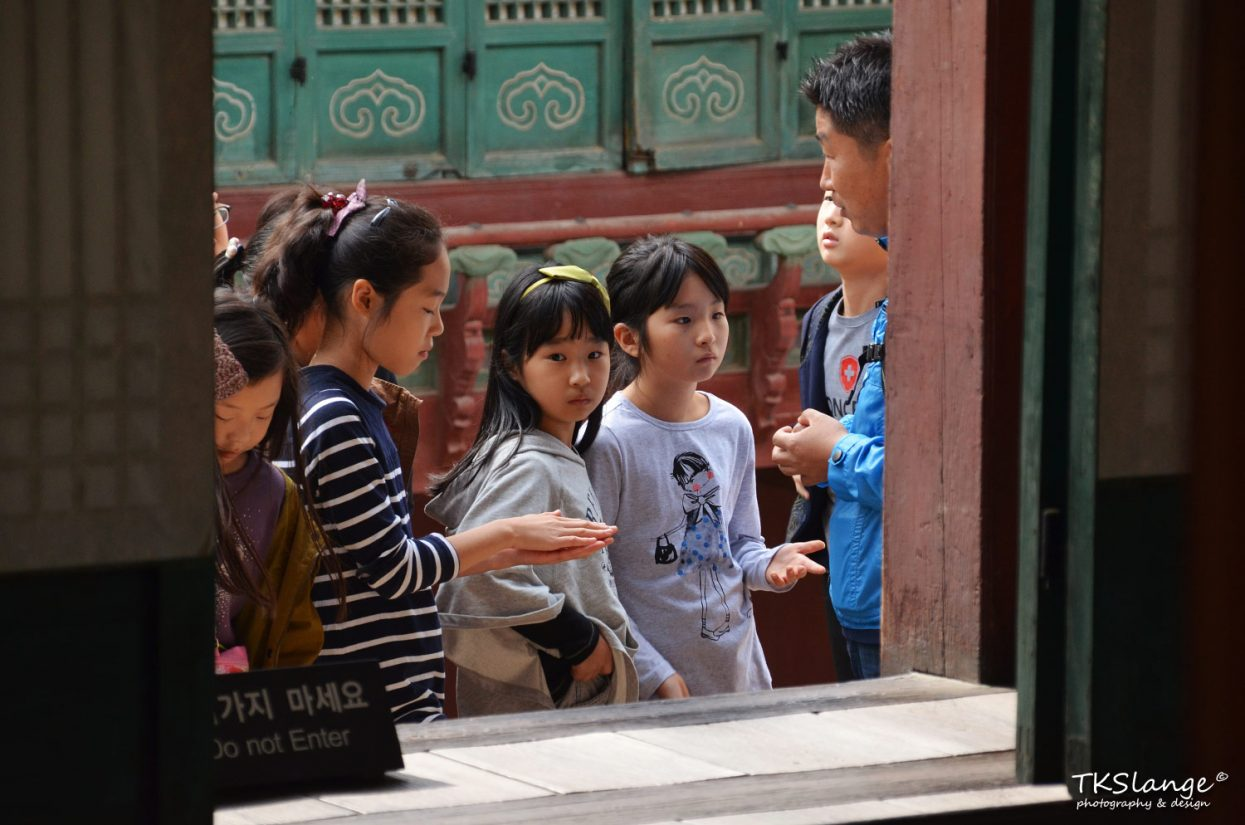 Korean kids listening to the stories about the Changdeokgung Palace.