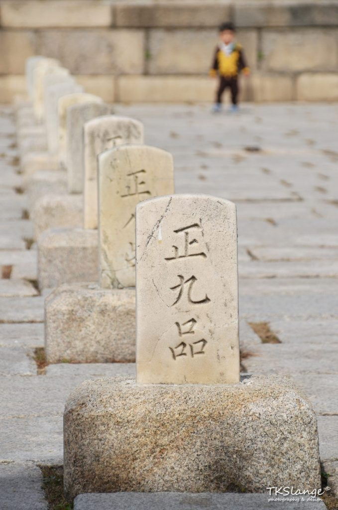Rank Stones indicate the location where ministers would line up during ceremonies at the Injeongjeon Hall. The more important the official, the closer to the throne hall (and so the king) they would stand.