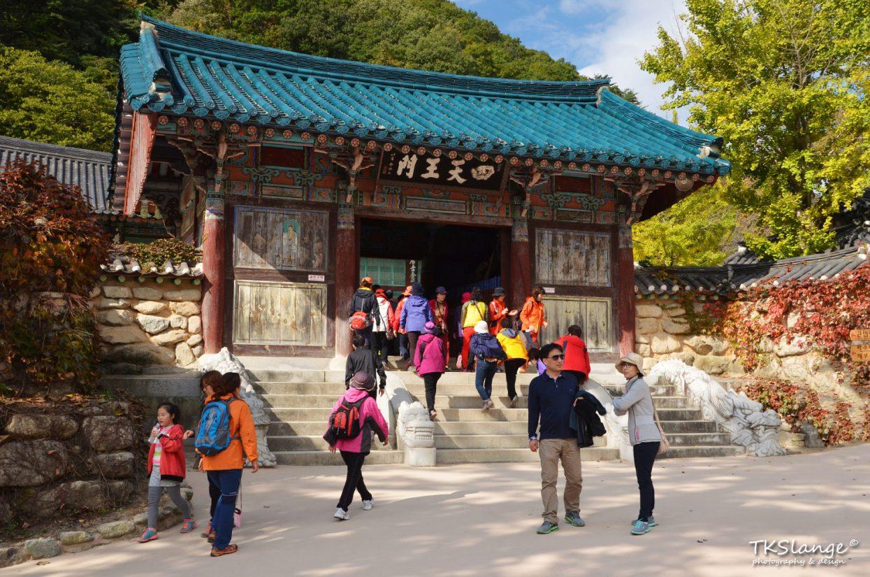 The beautiful modest Sinheungsa temple.
