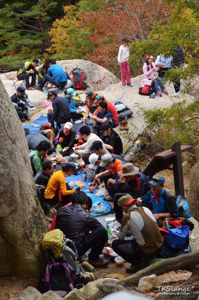 Koreans are having a lunch break on their way up to Ulsanbawi