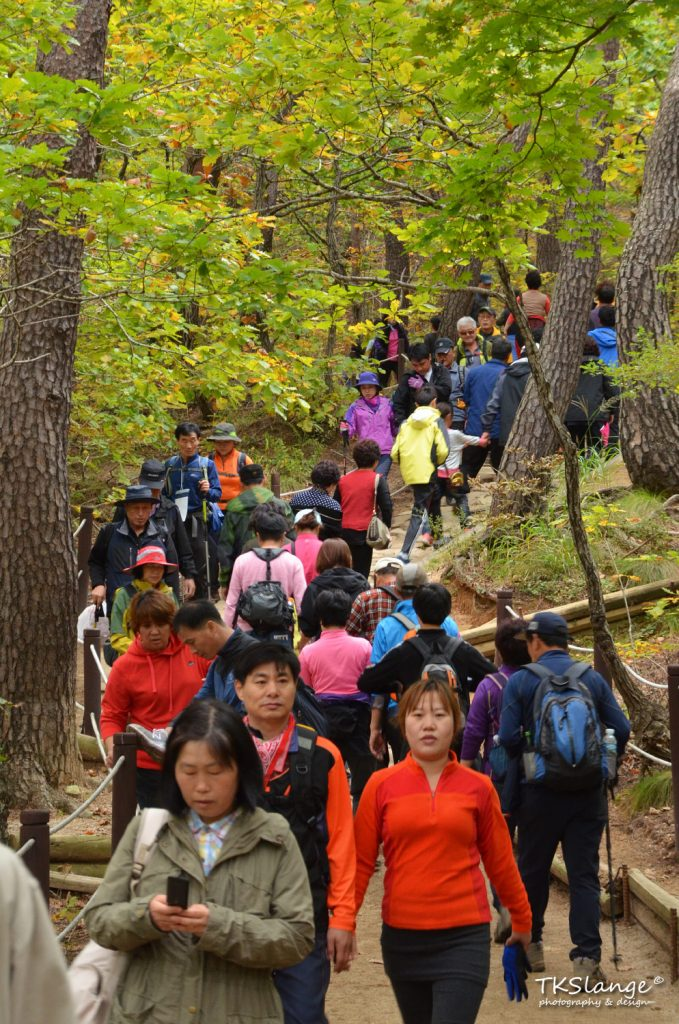 Hiking in queue on my way up to Ulsanbawi.