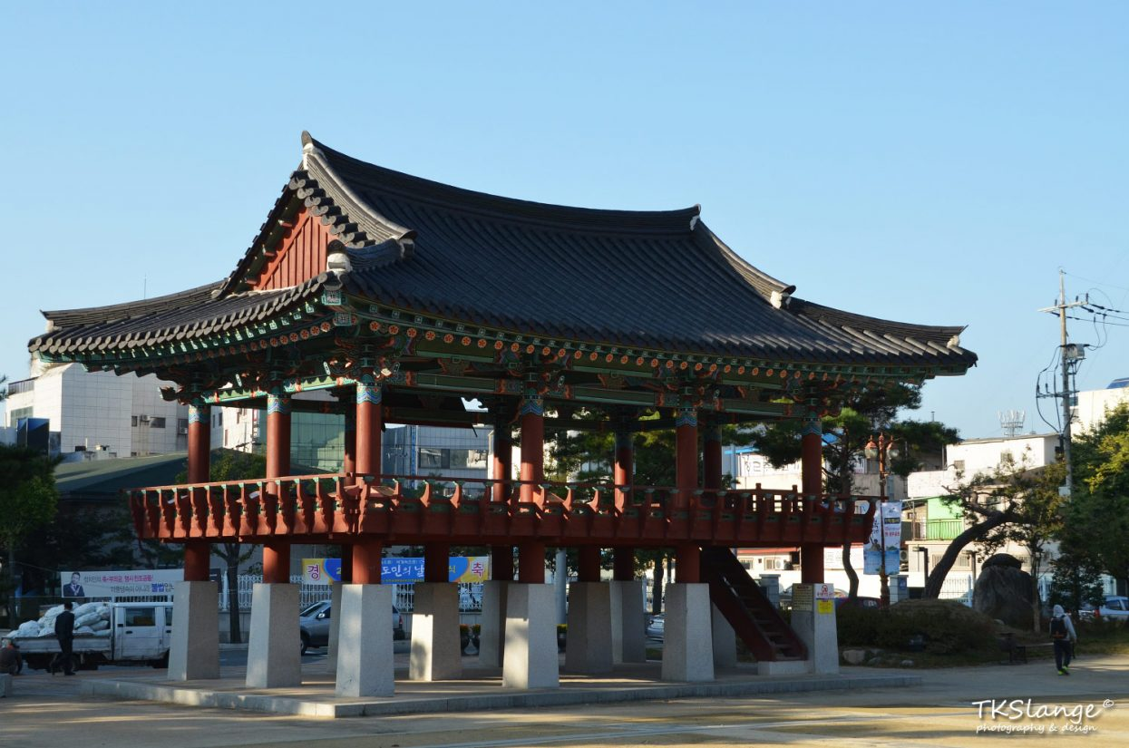 A pavilion in Ungbu Park in Andong.