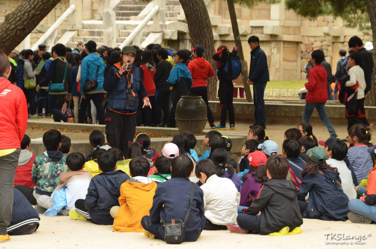 Children are educated about the Bulguksa Temple.