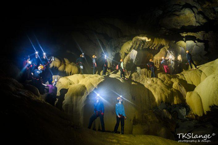 Hang Va Cave